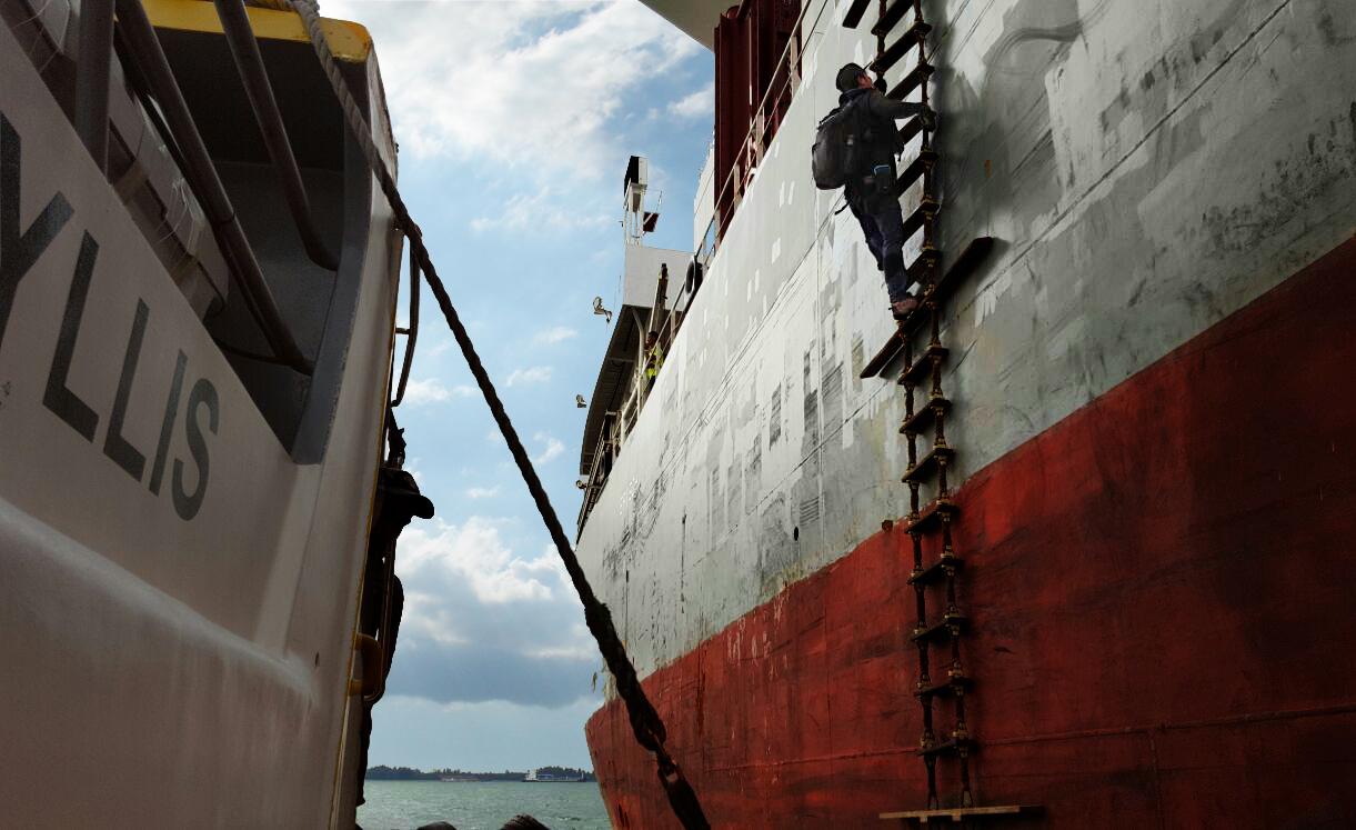 http://prestige-ocean.com/wp-content/uploads/2015/10/climb-boat-copy.jpg